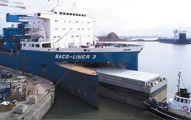 Blue Baco liner cargo loading